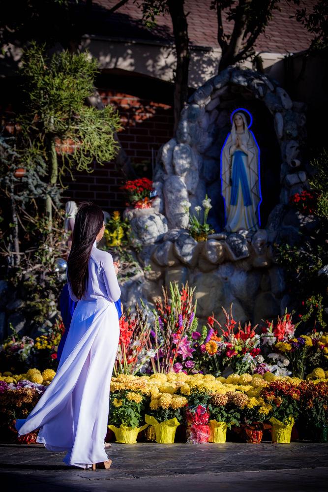 Praying by ngducchanh
