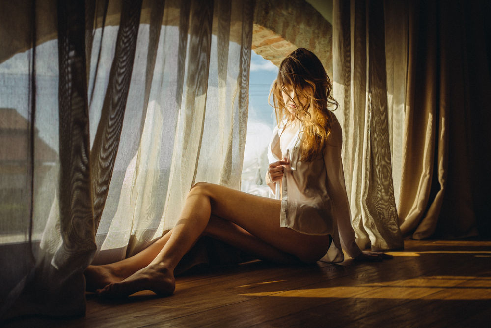 Quiet and shadows - Boudoir photography by Andrea Livieri