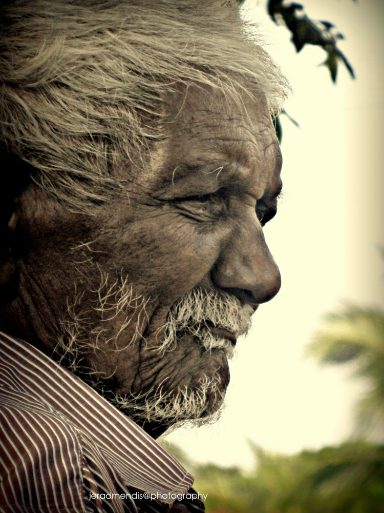 Candid Photography by Wiskrama Jerad mendis Wijegunarathne