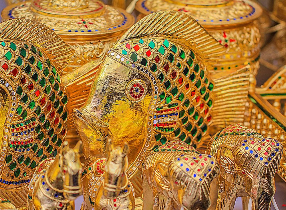 The Golden Gifts of Thailand by Lloyd de Gruchy