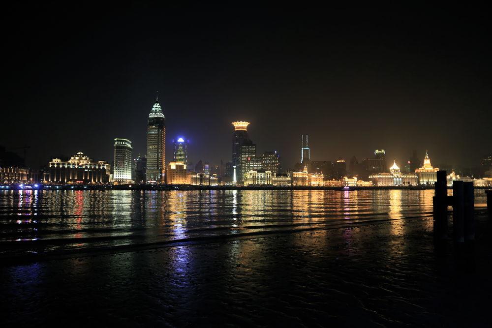 The Bund, Shanghai by FranGubbey