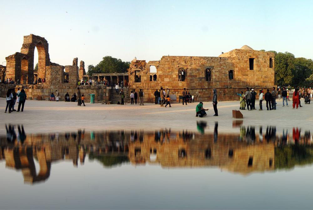 qutub-minar-reflection by Karthik Easvur