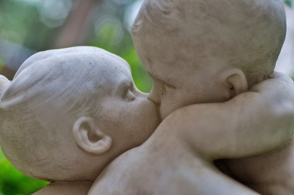 Sweet kiss by Bruno Conte