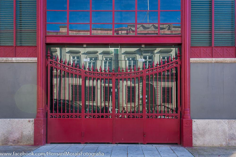 Transparency in the market gate, Oporto, Portugal by hernanimorais5