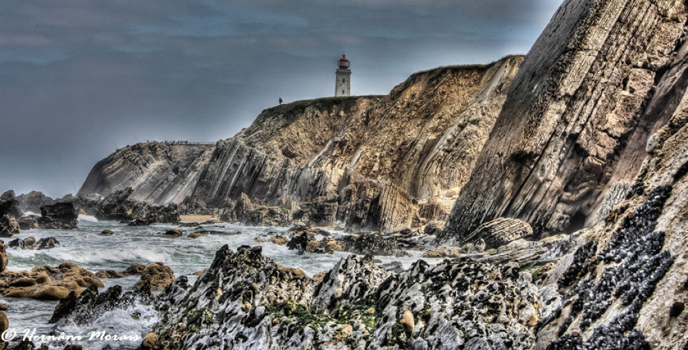 Lighthouse and cliffs by hernanimorais5