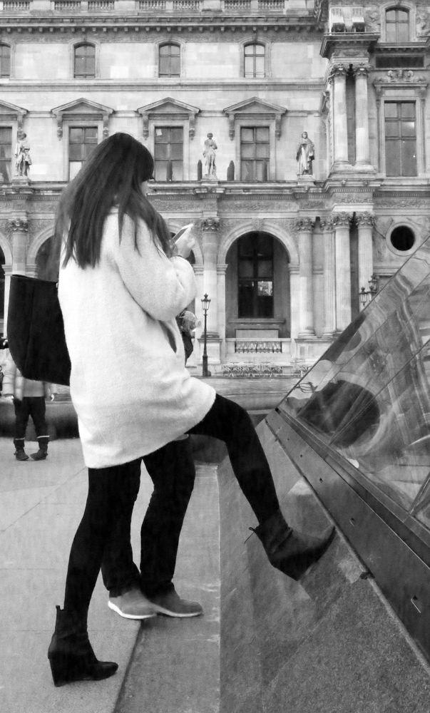 2 + 2 / Paris Louvre by eugfav