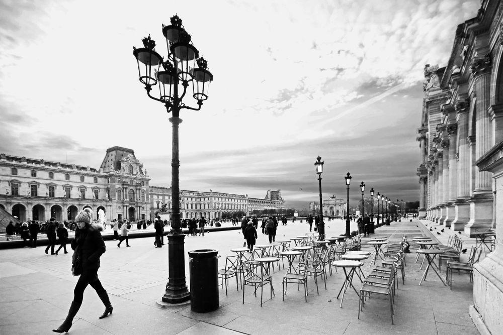 Black and white November / Paris Louvre by eugfav
