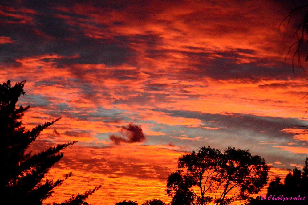 Low dark cloud by Ian Winduss