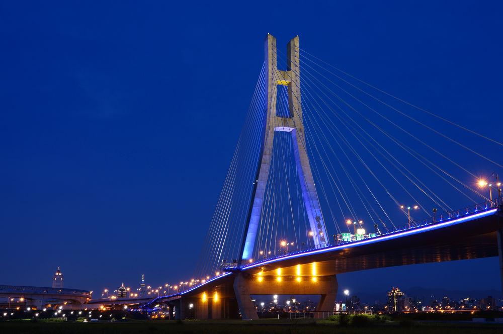 New taipei bridge by Han-Lin