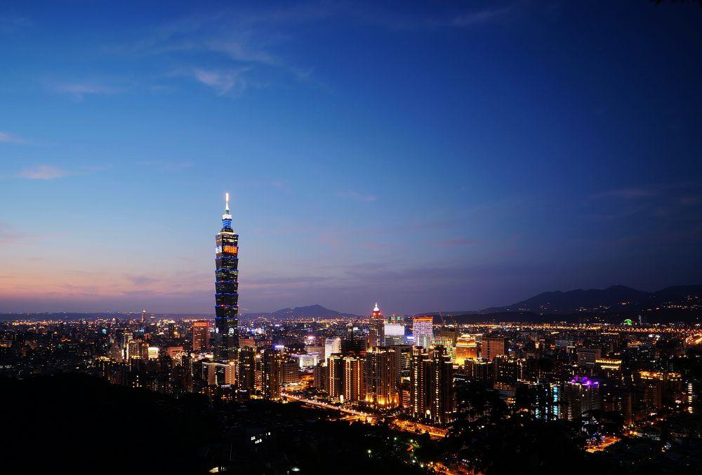 Sunset of Taipei by Han-Lin