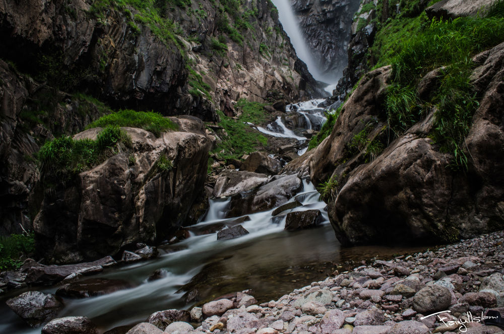 Flowing down.. by Faizul Islam