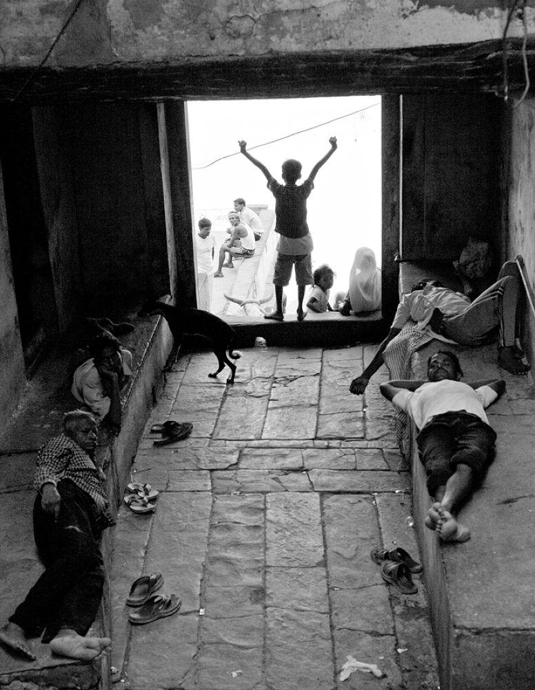 life in the narrow lanes near ganga ghat by santoshkpandey18