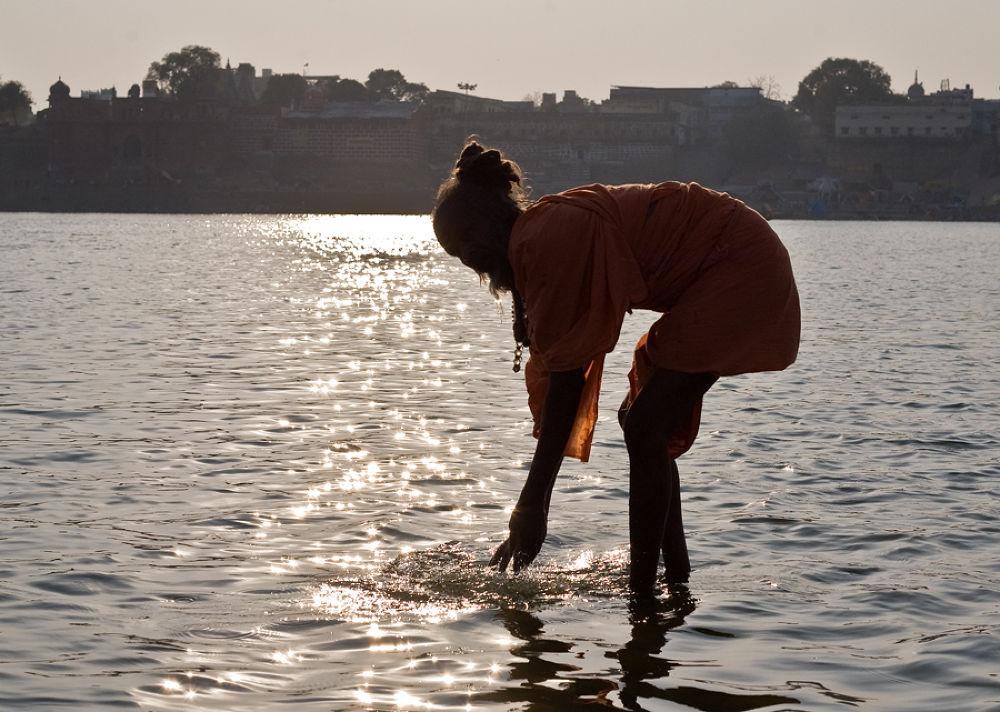 sadhu in ganga by santoshkpandey18