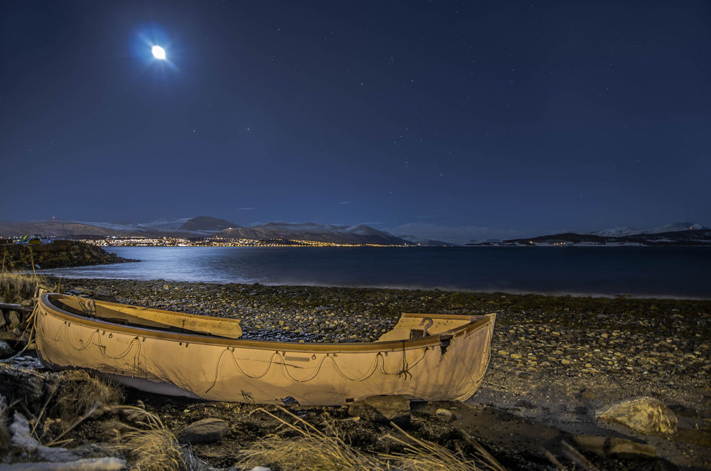 Under the moon by mariusthrane