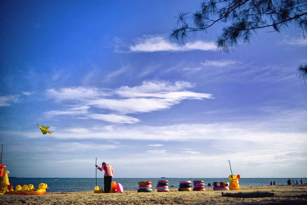 Manggar beach - Borneo by IndraMMSTUDIO