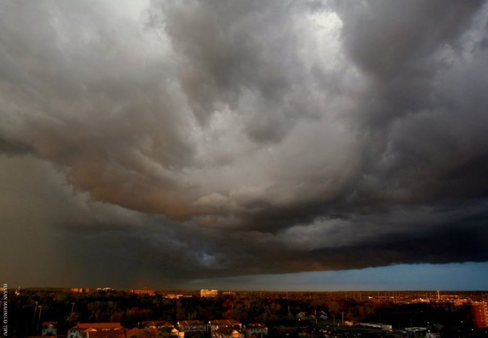 Clouds on the city!  by Hasan Mahmud Tipu