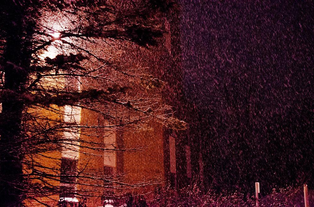 heavy snow by sammywongpun