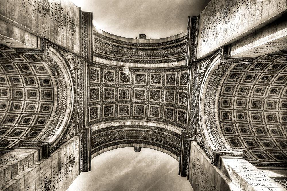 Arc de Triomphe by saurabhsakhuja7