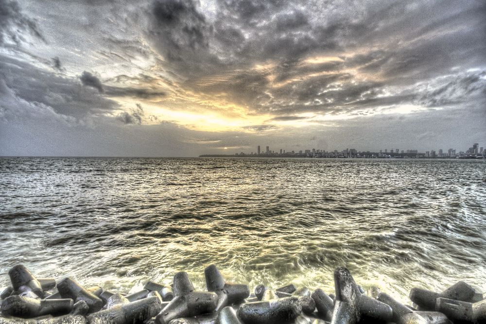Sea meets the Sky by saurabhsakhuja7