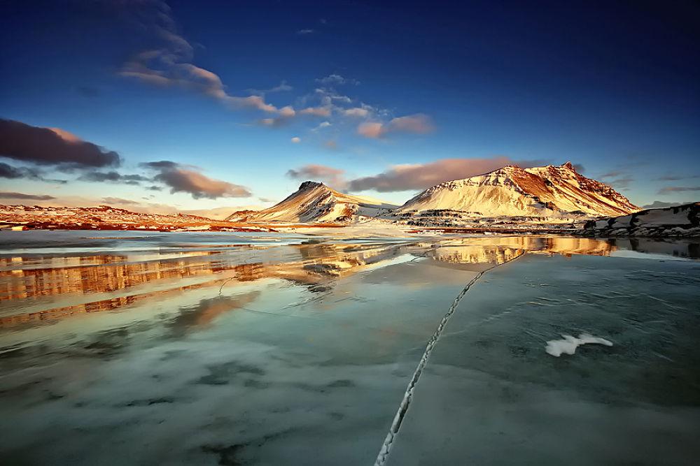 Frozen Reflection  by Þorsteinn H. Ingibergsson