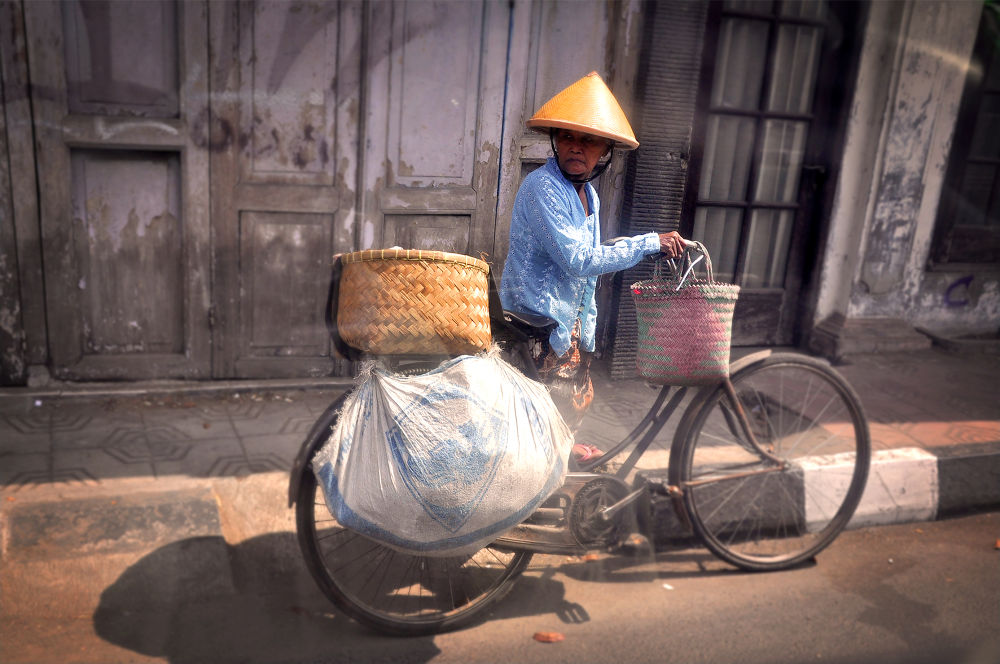 sepeda dan nenek tua by gun art photoshoot