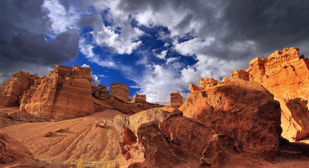 Charyn canyon. by Alexander Sysuev