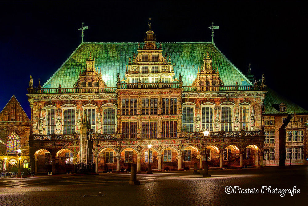 Photo in Architecture #lights #licht #nacht #night #city #bremen #germany #ypa2013 #colors #sterne #stars #architecture #denkmal