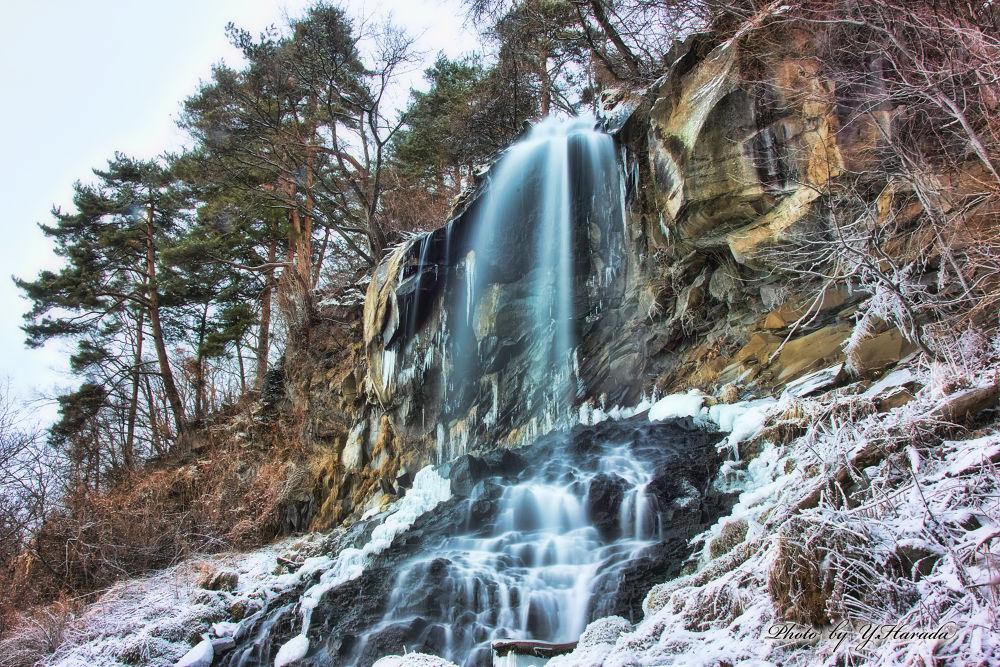 Waterfall winter by Yuichi Harada