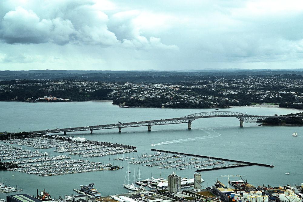 Auckland by Jimmy Duarte