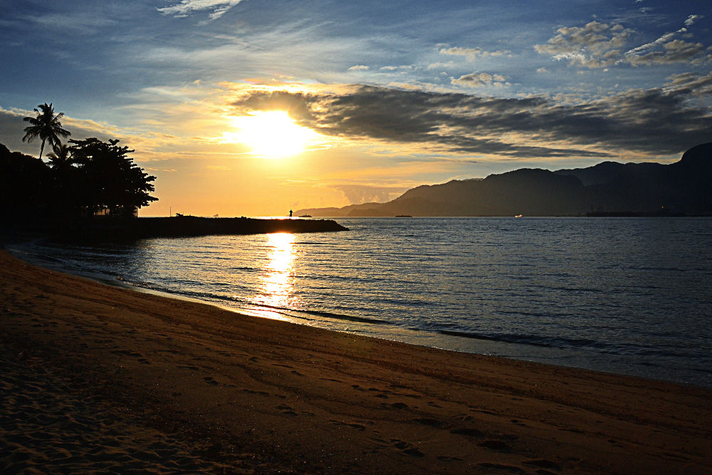 Ilhabela's Sunset by Jimmy Duarte