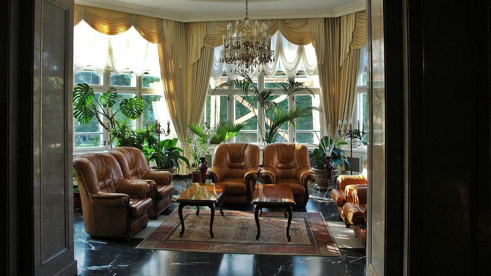 Palace hotel, Sinaia by Japonkat