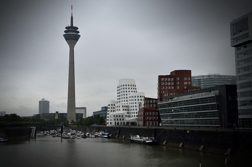 Düsseldorf by christiankoloska