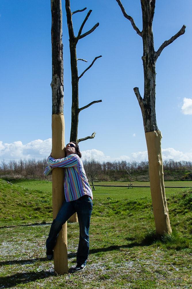 *Tree hug her* Fotomodel Marijn © 2014 EMR Photography www.fotomodelmarijn.com — met EMR Photography by EMR Photography & Fotomodel Marijn
