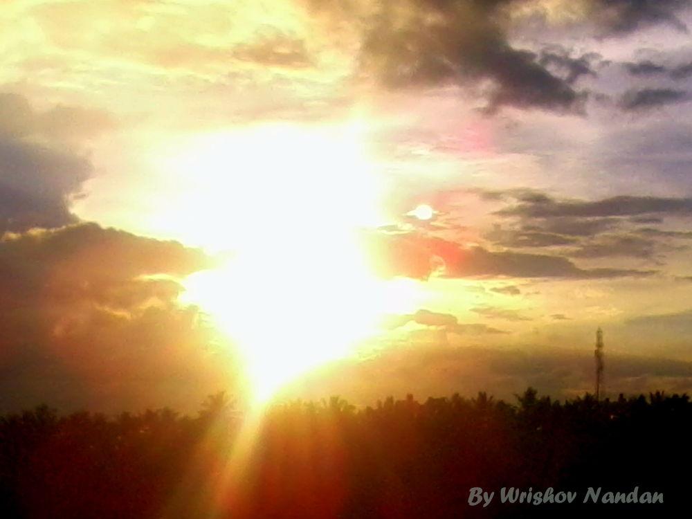 Sun Bursting thru the Clouds... by wrishovnandan