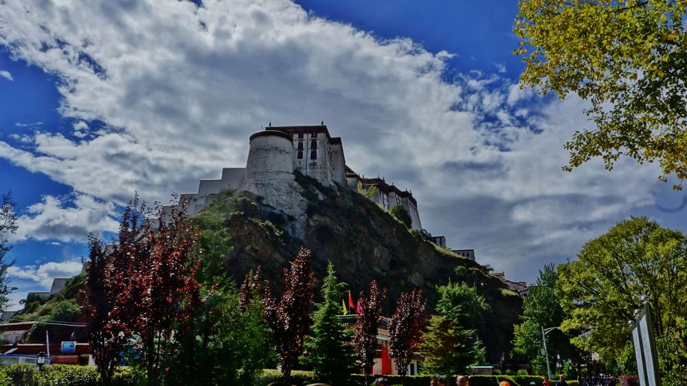 Potala Palace, side view by yunpunghsu