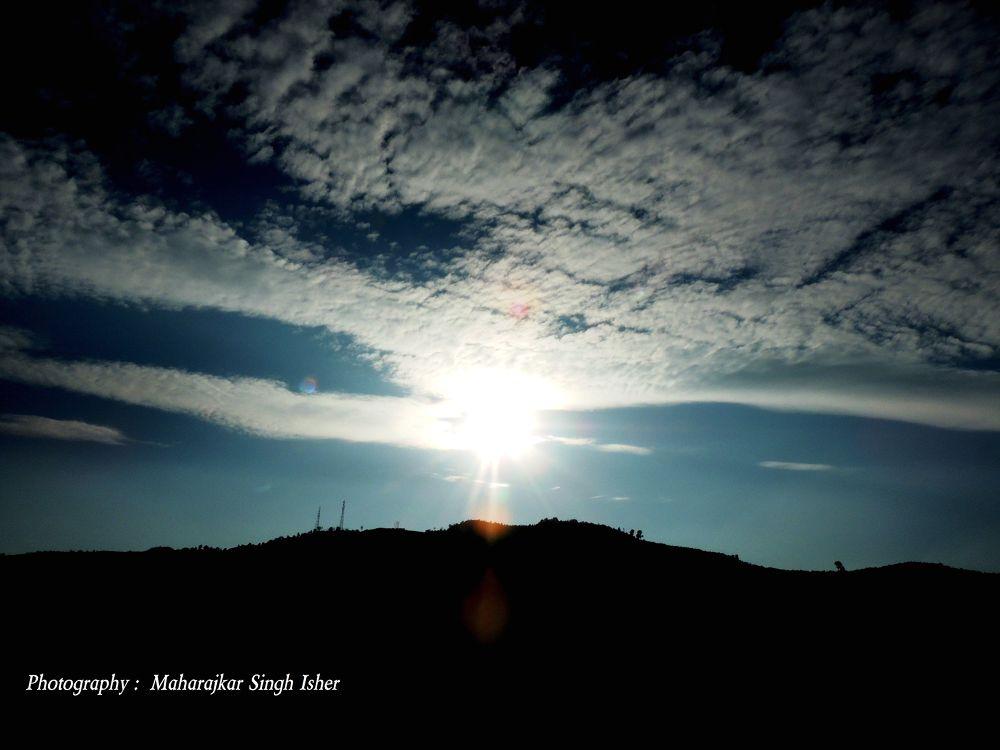 DSCN8809Mountain, Sun and Sky !  by maharajkar.isher