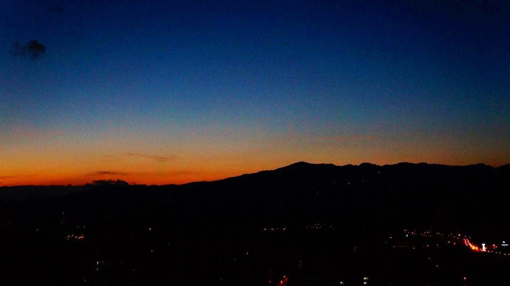 before sunrise, Hsichih, Taiwan by zengzeng777