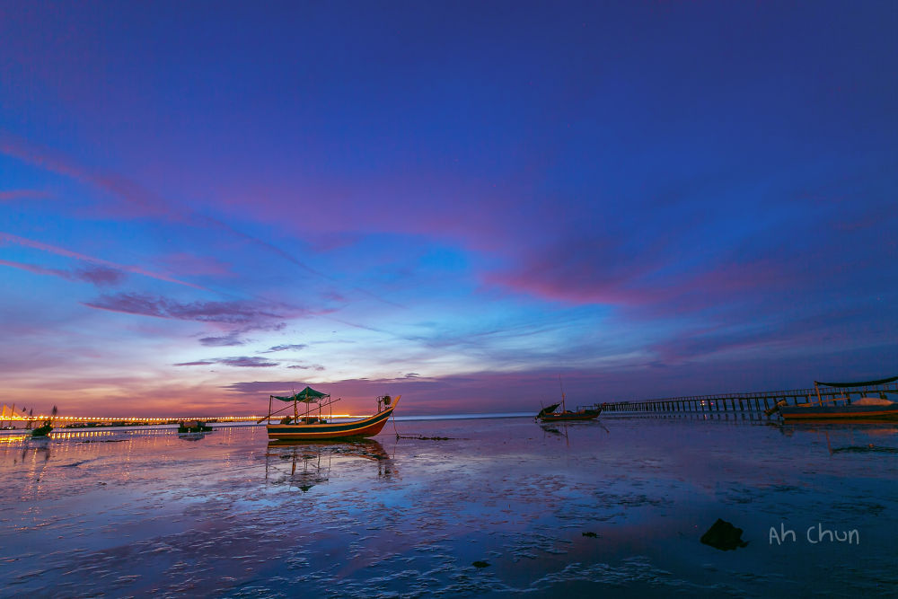 Sunrise at Tempoyak Bay by catkchun
