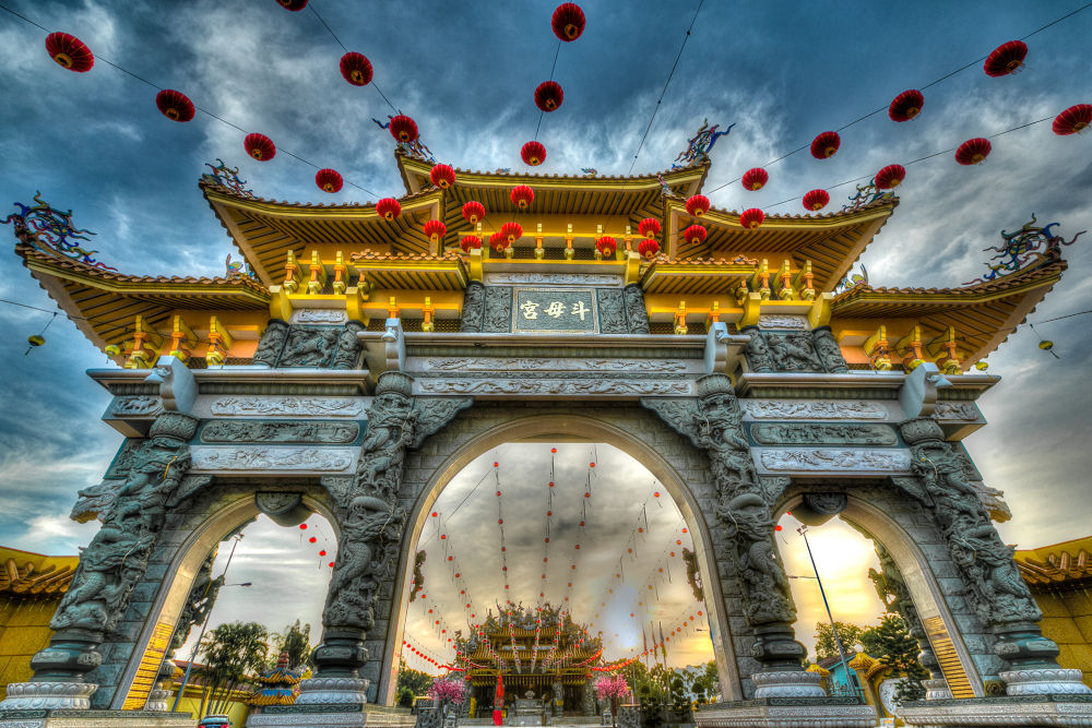 HDR of the Temple Gate by catkchun