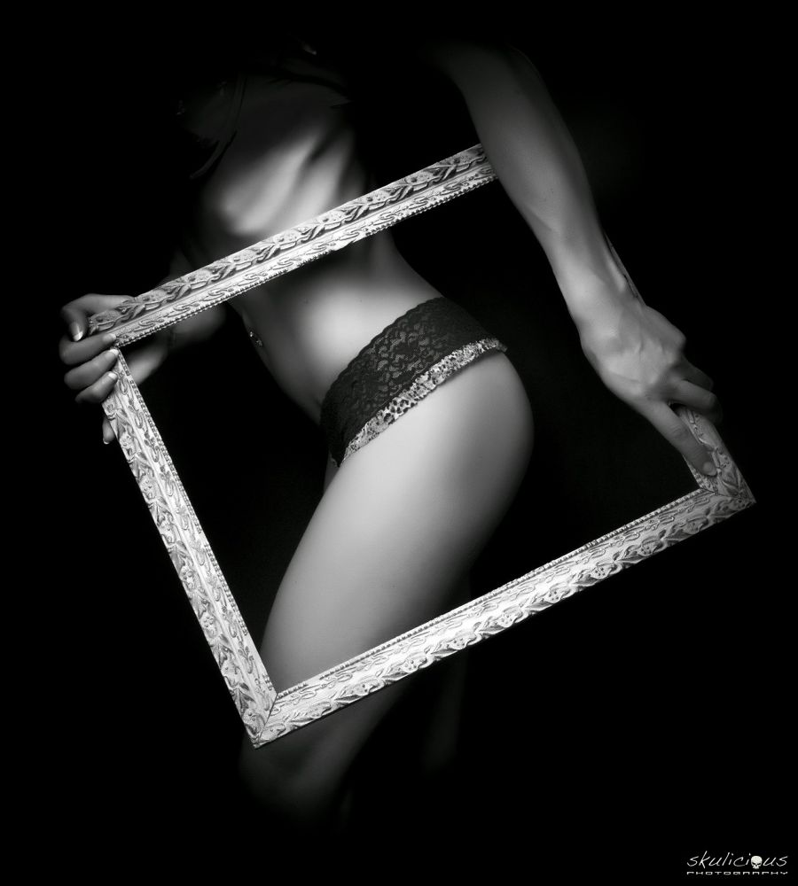Into the frame... by Skulicious