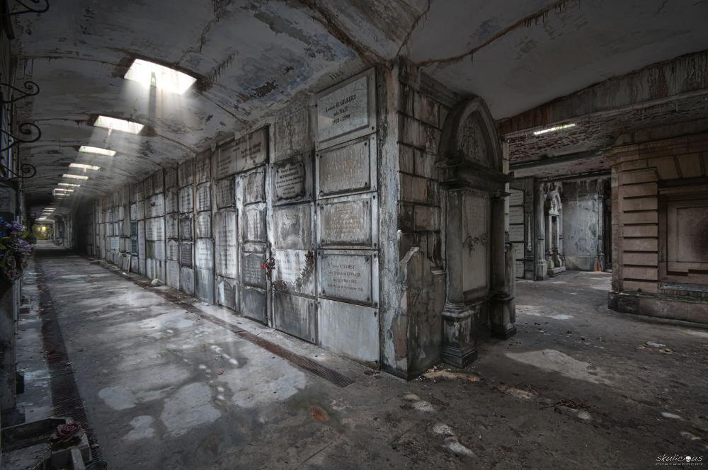 Corridor of silence... by Skulicious