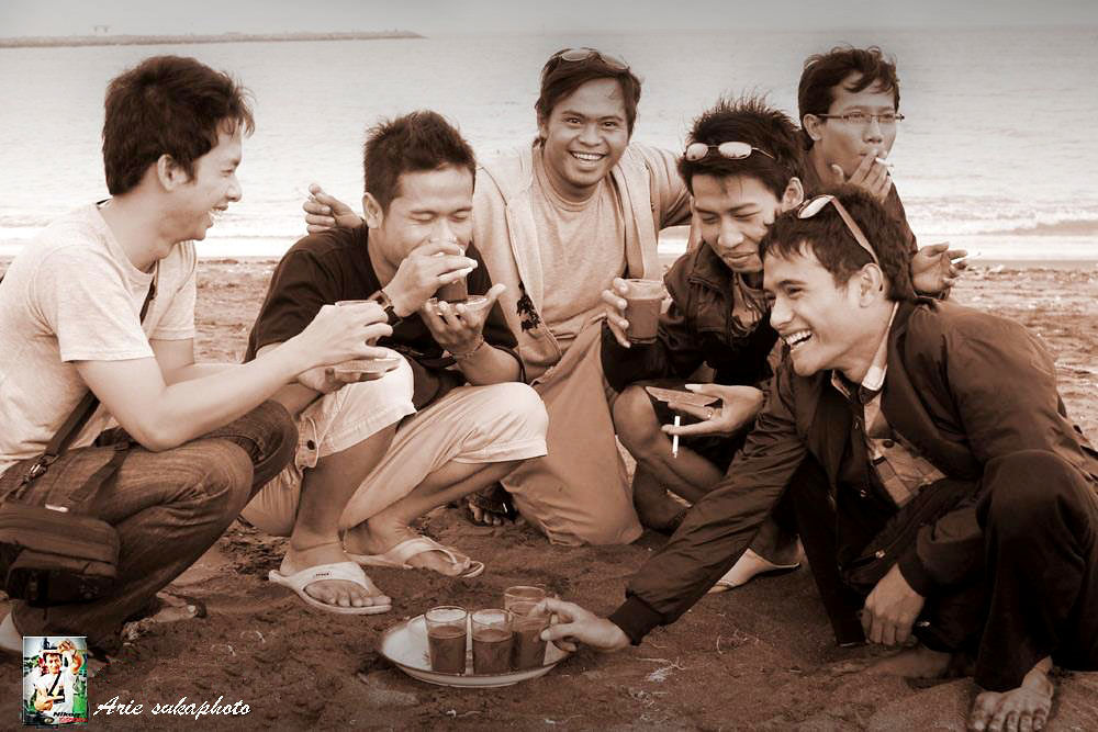 beautiful smile of friendship .... with soluble coffee .... by anakepakelik