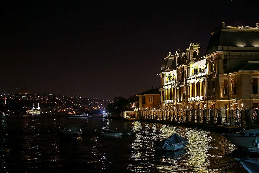 İstanbul, Türkiye by Bulent Cerci