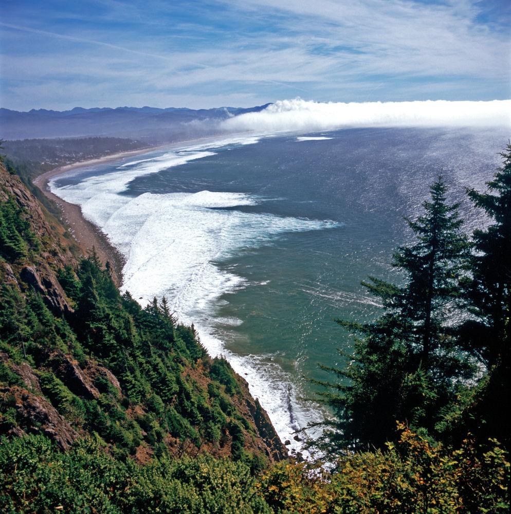 Oregon Coastline Cloud Bank by raymond marlow