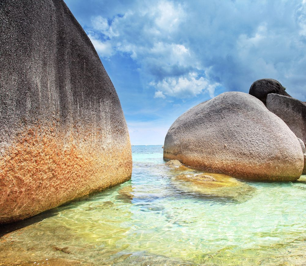Rock on the beach..... by liongcewong