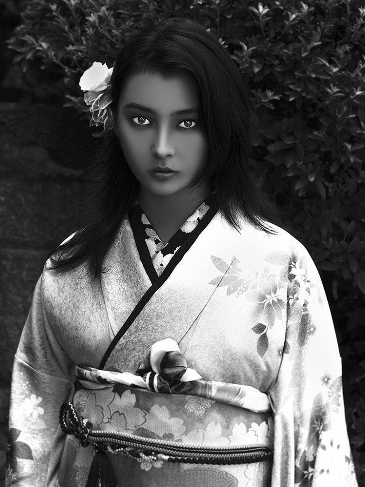 Black Beauty KIMONO by Yosuke Ito
