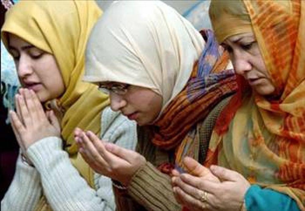 muslim lady is turkey by tropikyasam