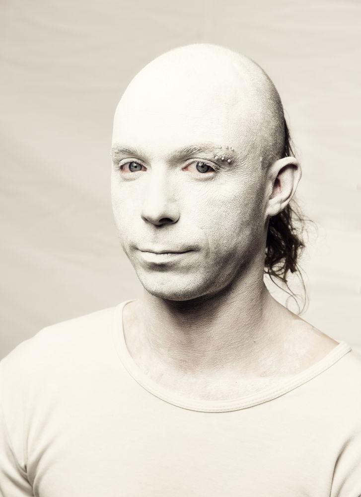 Mr White by Denaës Pierre
