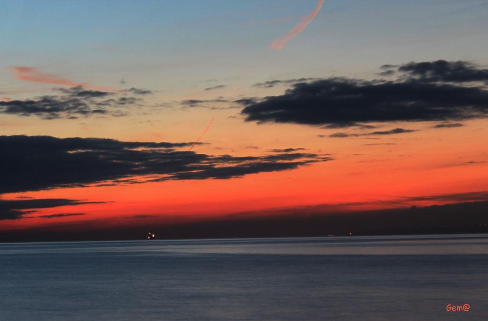 Small lights in the horizon.Lucecitas en el horizonte by Gema González