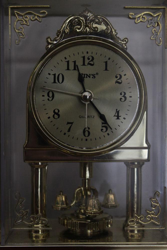 relógio da vovô,nem ele escapa. by josioliveira710